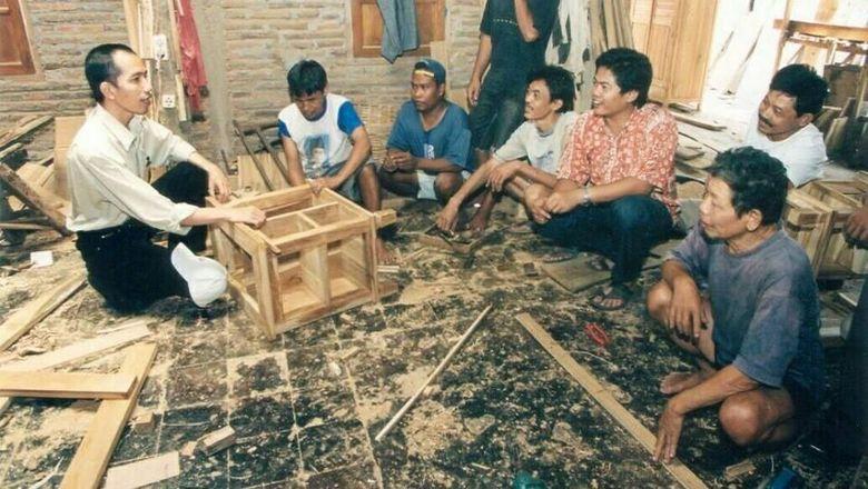 Ini Lho Foto Jokowi Muda Saat Jadi Pengusaha Mebel