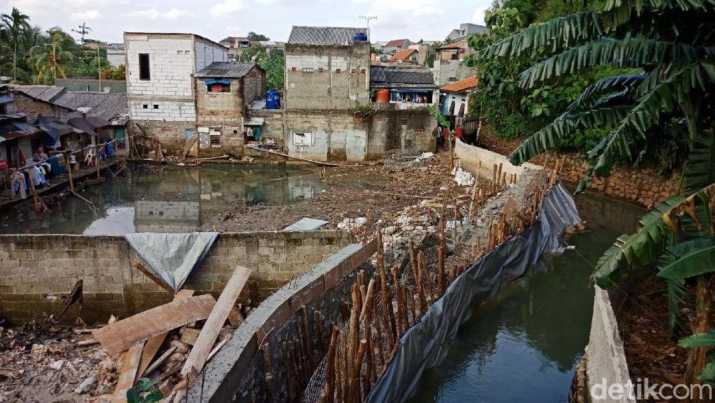 Dikebut 24 Jam, Begini Progres Perbaikan Tanggul Jebol di Jati Padang