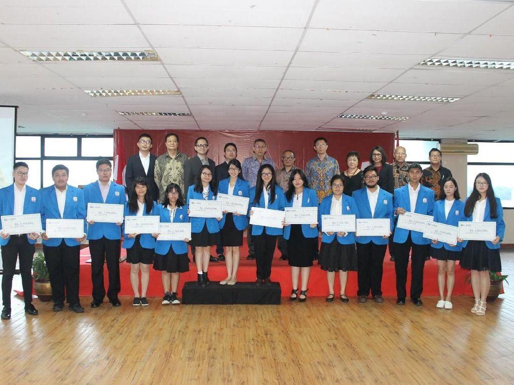 Perusahaan Konstruksi China Ini Beri Beasiswa ke Mahasiswa di Cikarang
