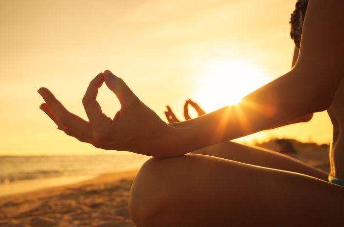 Kelola stres. Stres menyebabkan telomer (ujung kromosom) lebih pendek. Semakin pendek telomer kita, semakin cepat kita menua. Itulah sebabnya mengapa penting untuk mengelola tingkat stres kamu. Foto: Thinkstock