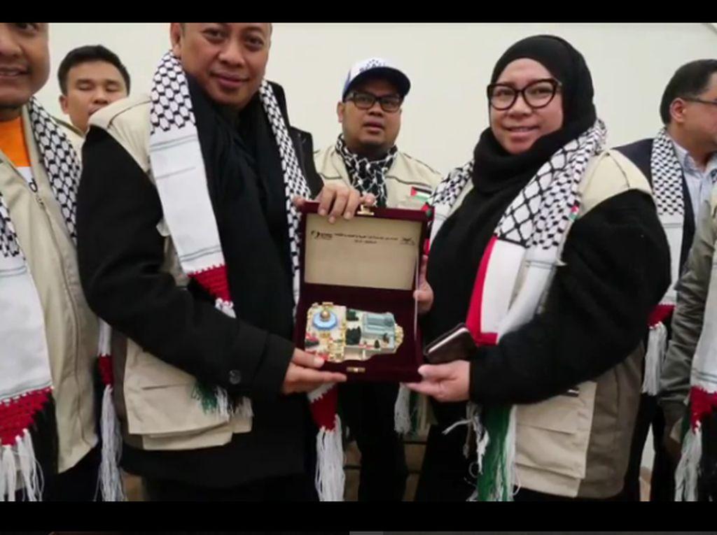 Melly Goeslaw dan Opick Akan Bikin Lagu untuk Palestina