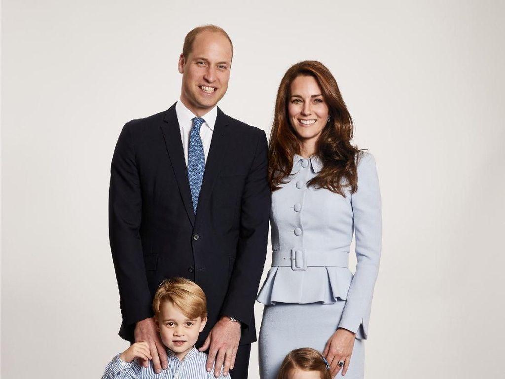 Ada yang Aneh di Foto Natal William dan Kate Middleton Ini, Kamu Bisa Lihat?