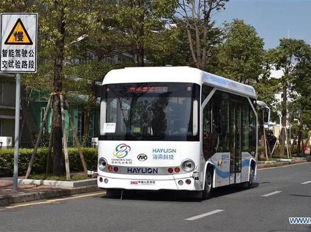 Bus Tanpa Sopir Mulai Beredar di China