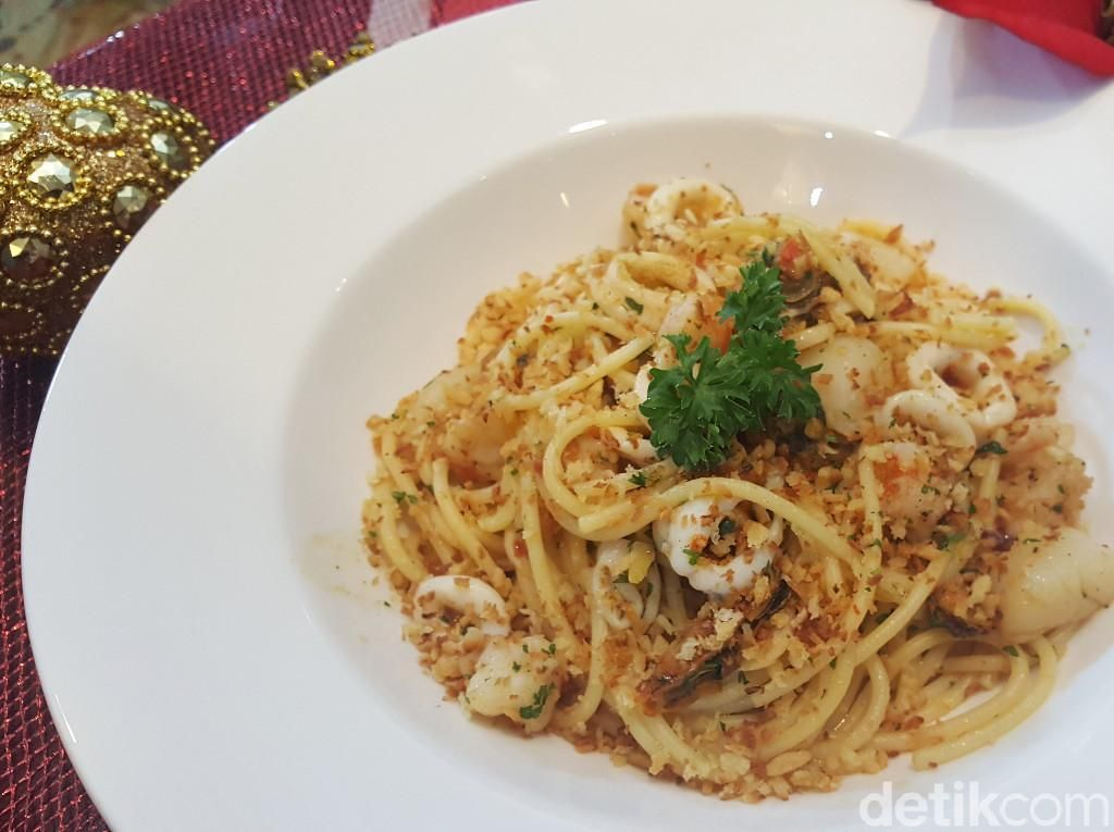 Resep Pasta : Aglio Olio with Seafood, Lemon and Bread Crumb