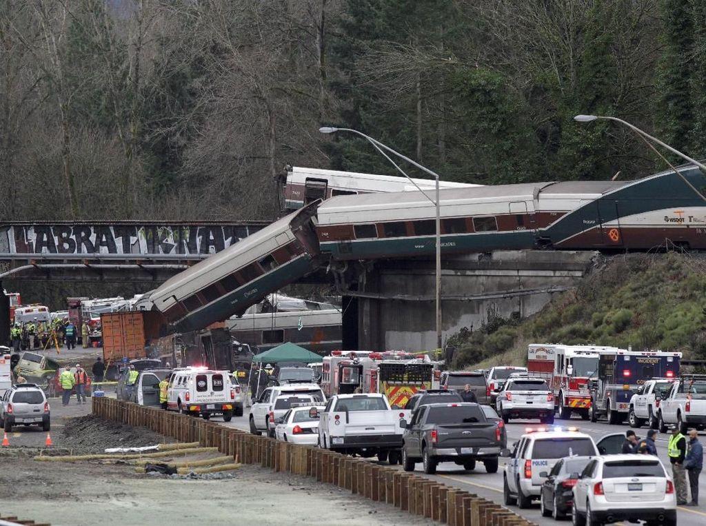Video: Kecelakaan Kereta di Washington, Gerbong Jatuh dari Jembatan