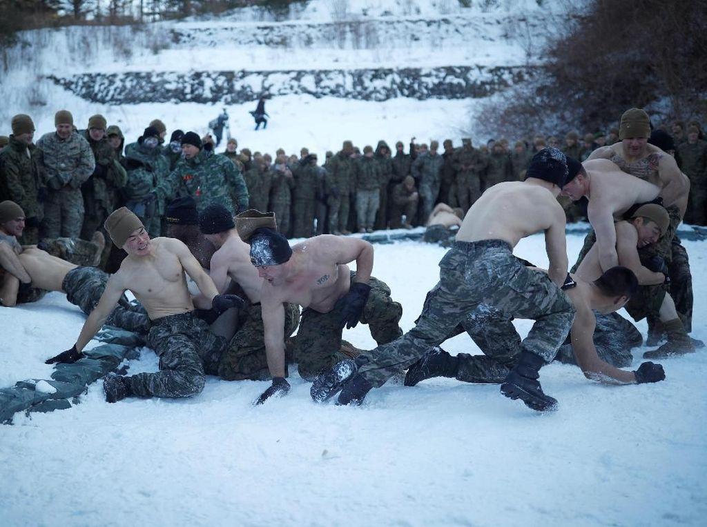 Melihat Latihan Tentara Korsel-AS di Tengah Dinginnya Salju