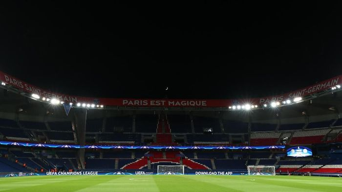 PARIS, FRANCE - NOVEMBER 22: General view inside the stadium before the UEFA Champions League group B match between Paris Saint-Germain and Celtic FC at Parc des Princes on November 22, 2017 in Paris, France. (Photo by Catherine Ivill/Getty Images)