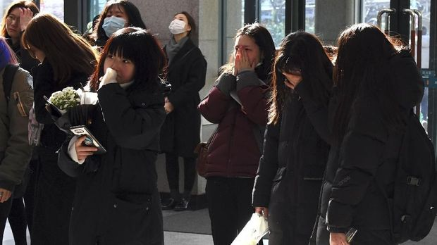 Para penggemar Jonghyun pernah meminta SM Entertainment untuk membuatkan ruang memorial resmi.