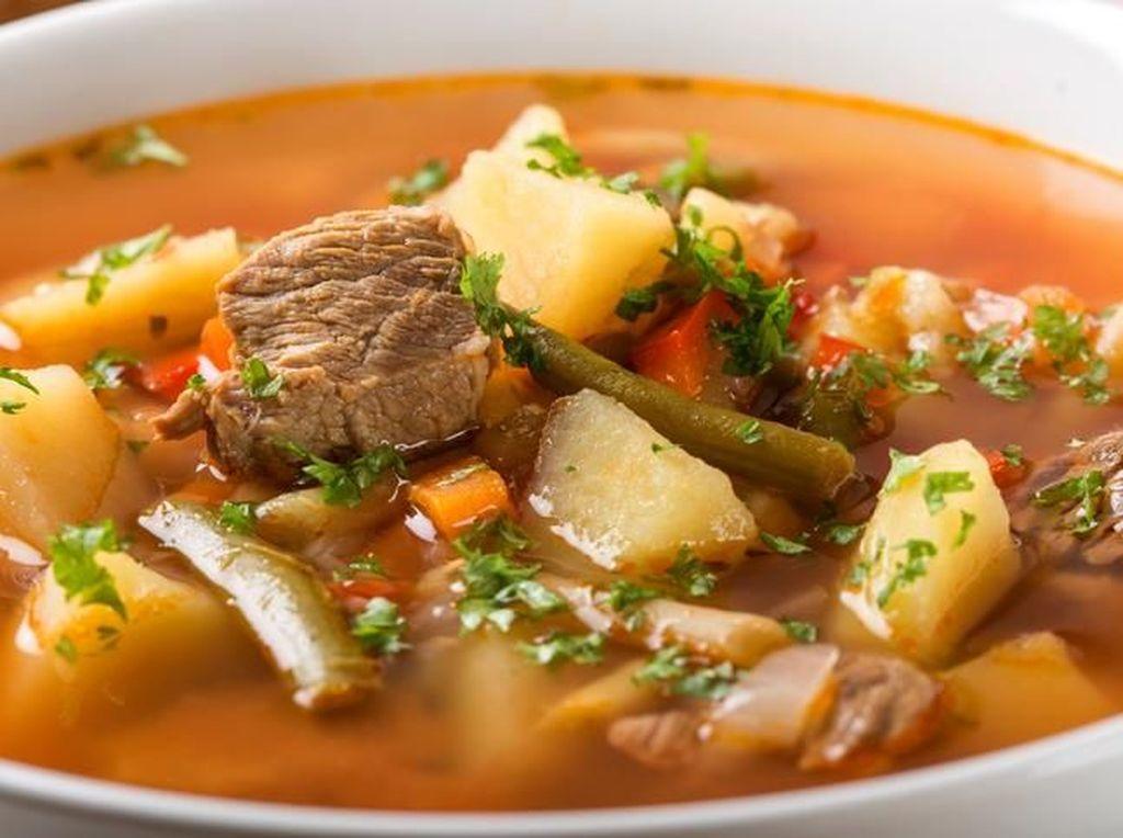 Menu Natal: Nikmatnya Sup Daging dan Puding dengan Tambahan Kacang Merah