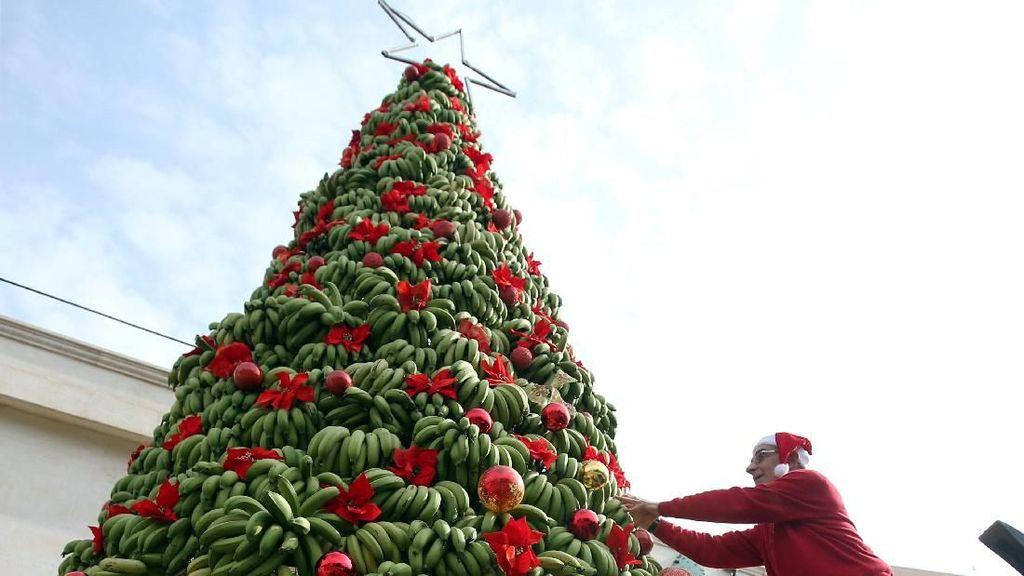 Unik! Ada Pohon Natal Terbuat dari Pisang di Lebanon
