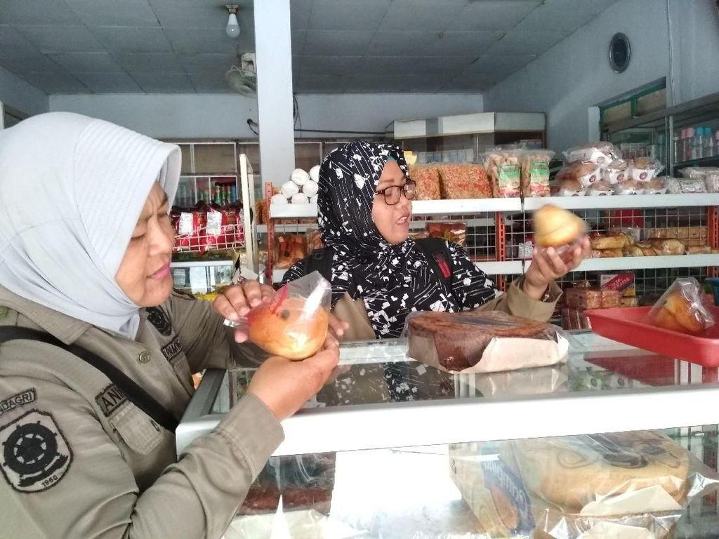 Petugas Gabungan Sita Mamin dan Obat Keras Tak Layak Edar di Blitar