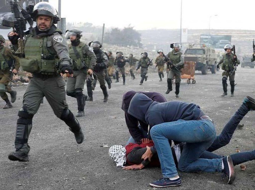 Penampakan Mustaribeen Israel saat Serang Demonstran Palestina