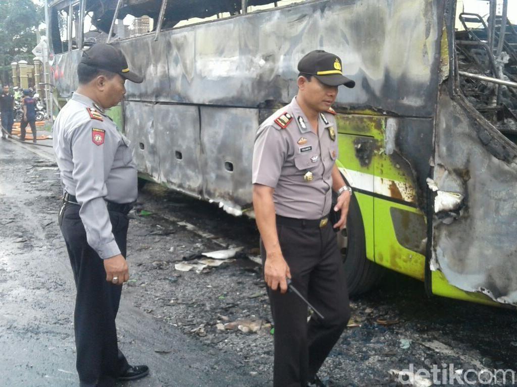 Bus Pariwisata Siswa SD dari Sidoarjo Terbakar di Sukoharjo