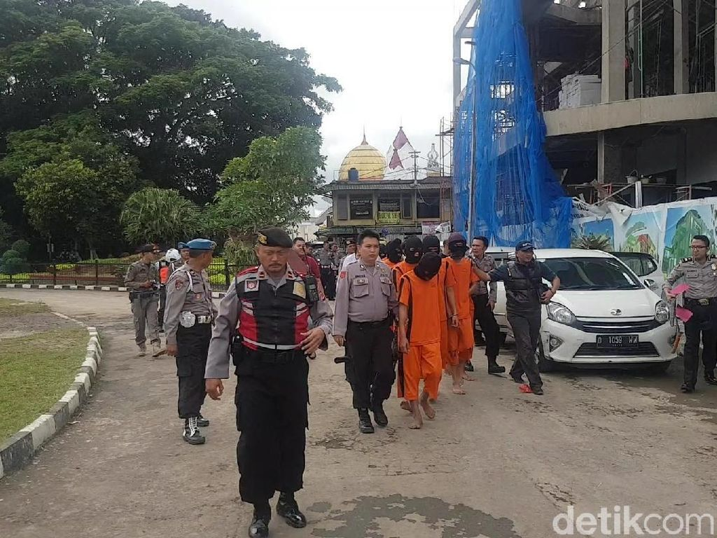 Pembawa Golok hingga Pengeroyok Terjaring Razia di Sukabumi