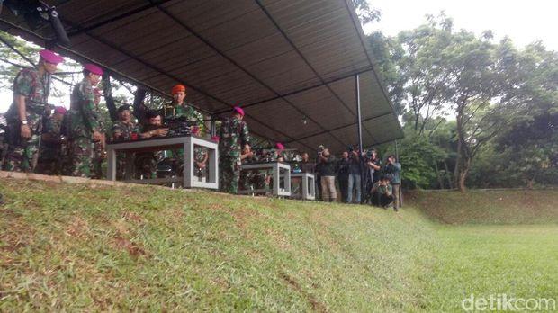 Marsekal Hadi Jajal Senjata dan Ikut Simulasi Pertempuran Denjaka