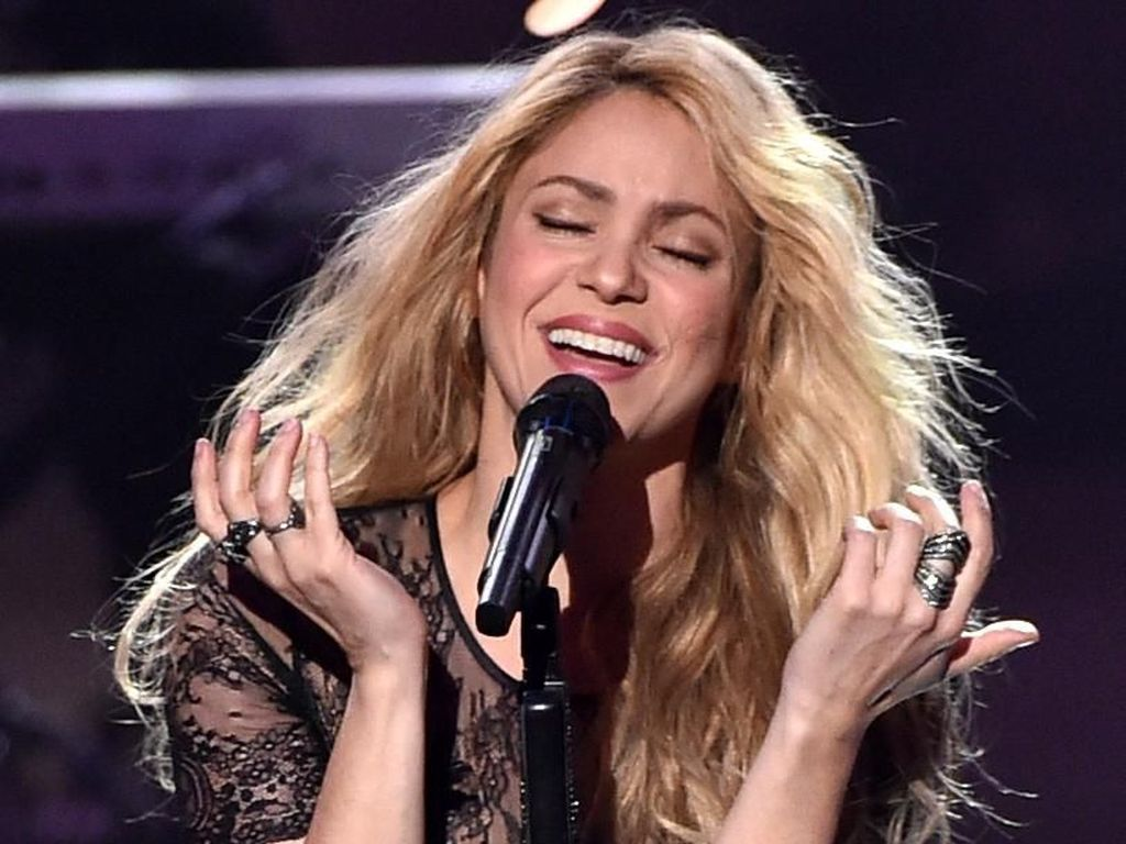 Shakira Bawa Pulang Piala Best Latin Pop Album