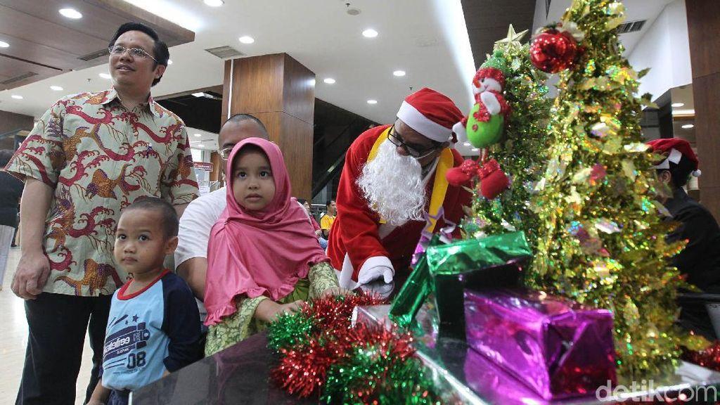 Ketika Santa Berbagi dengan Sesama Pasien Anak