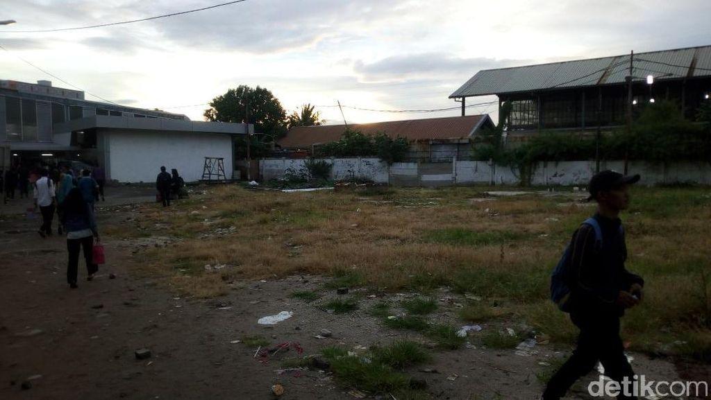 Foto: Melihat Lahan Kosong untuk Ojek di Stasiun Tanah Abang