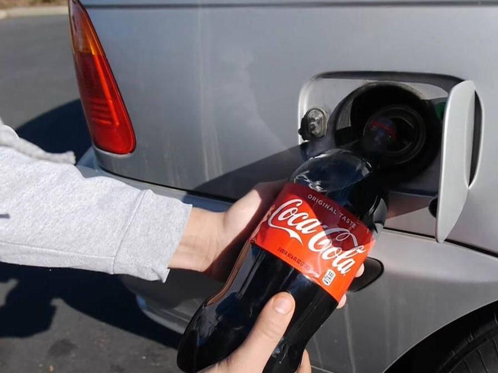 Ini Jadinya Kalau BMW Seri 3 Tangki Bensinnya Diisi Coca Cola
