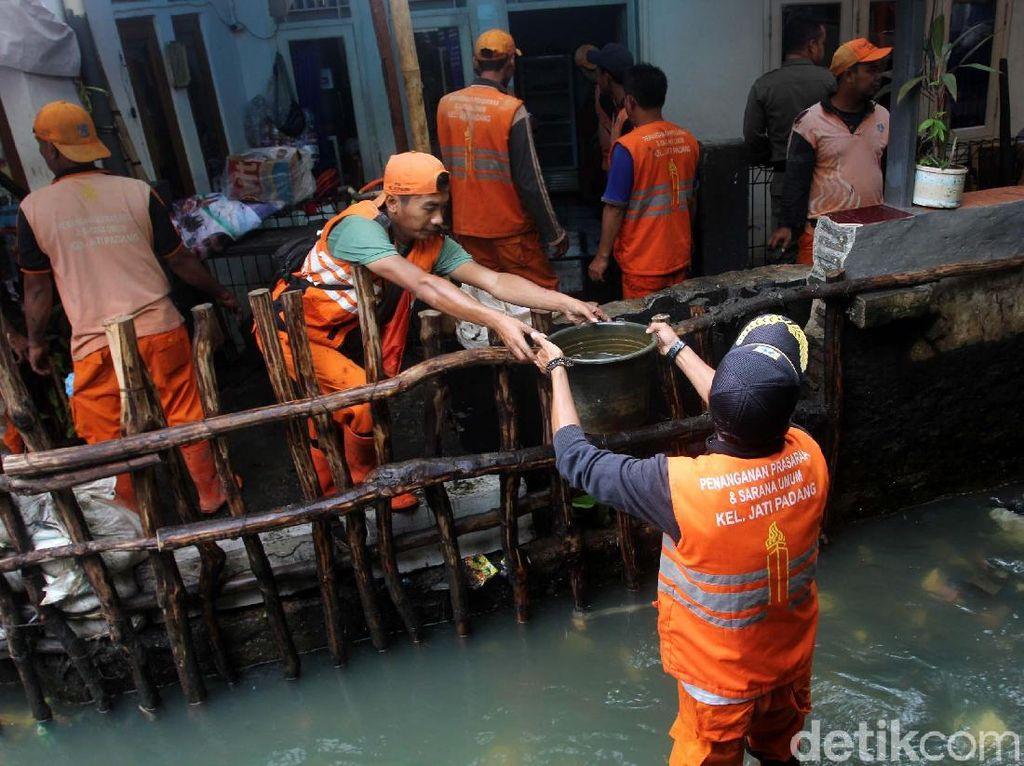 Anies Ingin Lebarkan Kali Pulo, Warga Jati Padang Minta Ganti Untung