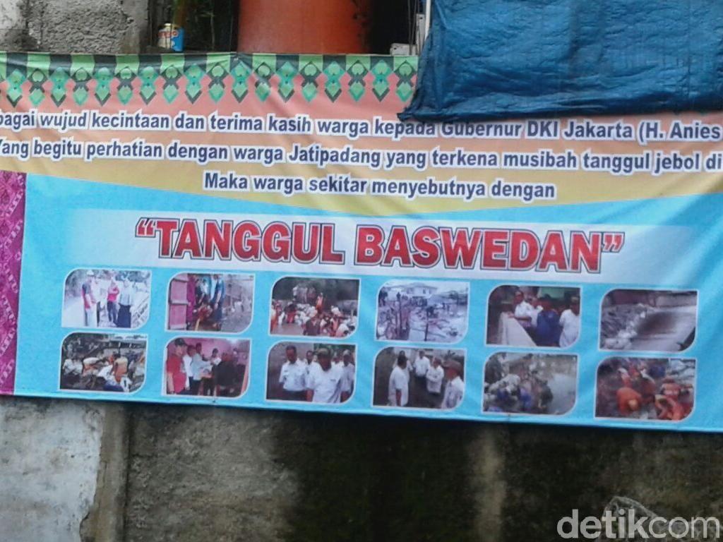 Warga Jati Padang Potong Tumpeng, Syukuran Tanggul Baswedan