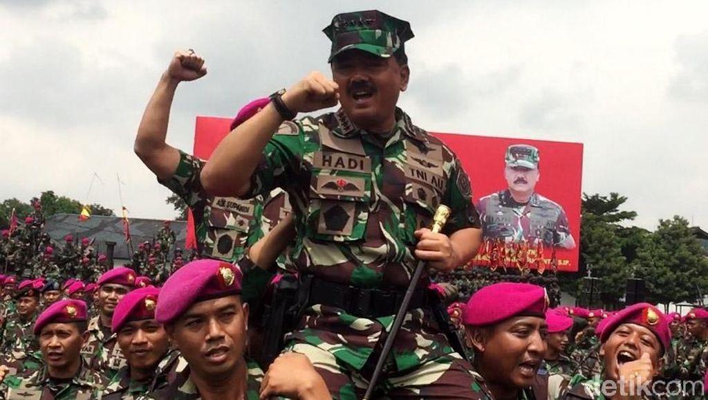 Foto: Panglima TNI Diarak Prajurit Marinir