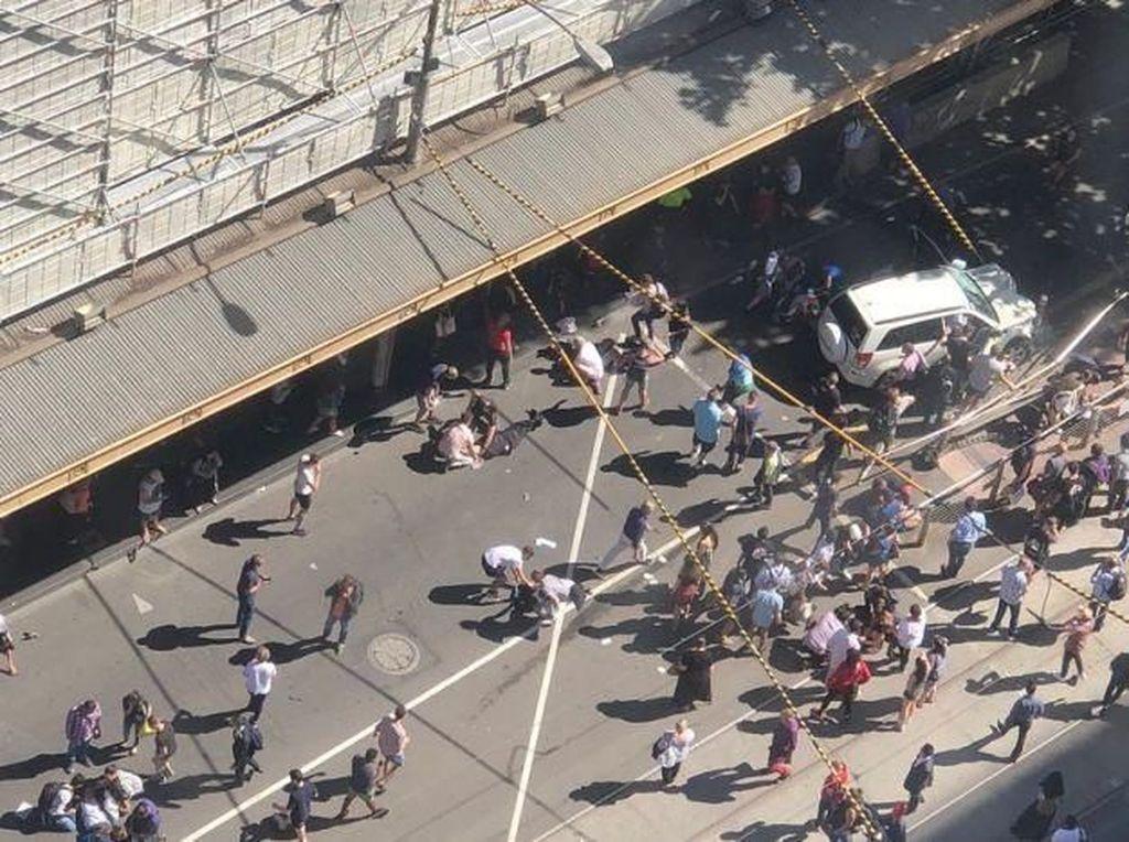 Foto: Mengerikan! Mobil Tabrak Kerumunan Pejalan Kaki di Melbourne