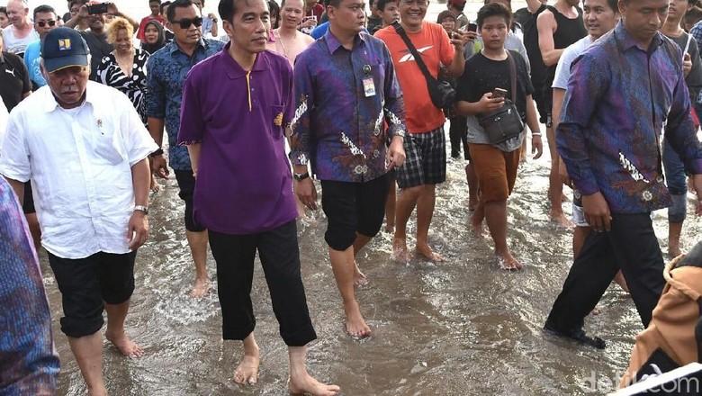 Nyeker di Pantai Kuta, Jokowi: Bali Aman untuk Liburan