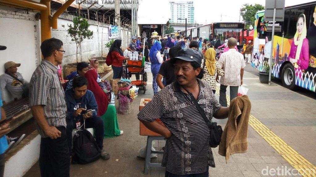 Foto: Trotoar Stasiun Tanah Abang yang Kembali Ditempati PKL