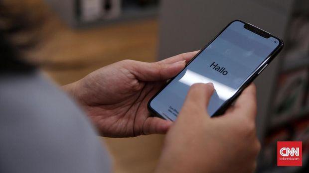 Penjualan perdana iPhone X di Indonesia yang berpusat di iBox Central Park Mall, Jakarta, Jumat (22/12).