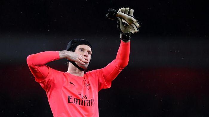 Petr Cech bertekad jaga performa demi kelangsungan kariernya di Arsenal. (Foto: Shaun Botterill/Getty Images)