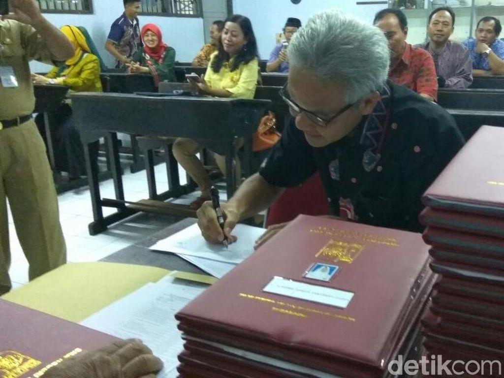 Gubernur Ganjar Dorong Setiap Desa di Jateng Miliki Website