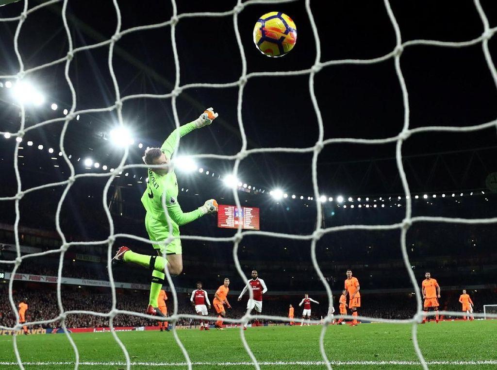 Foto: Usai Arsenal vs Liverpool, Simon Mignolet Habis Diolok-olok
