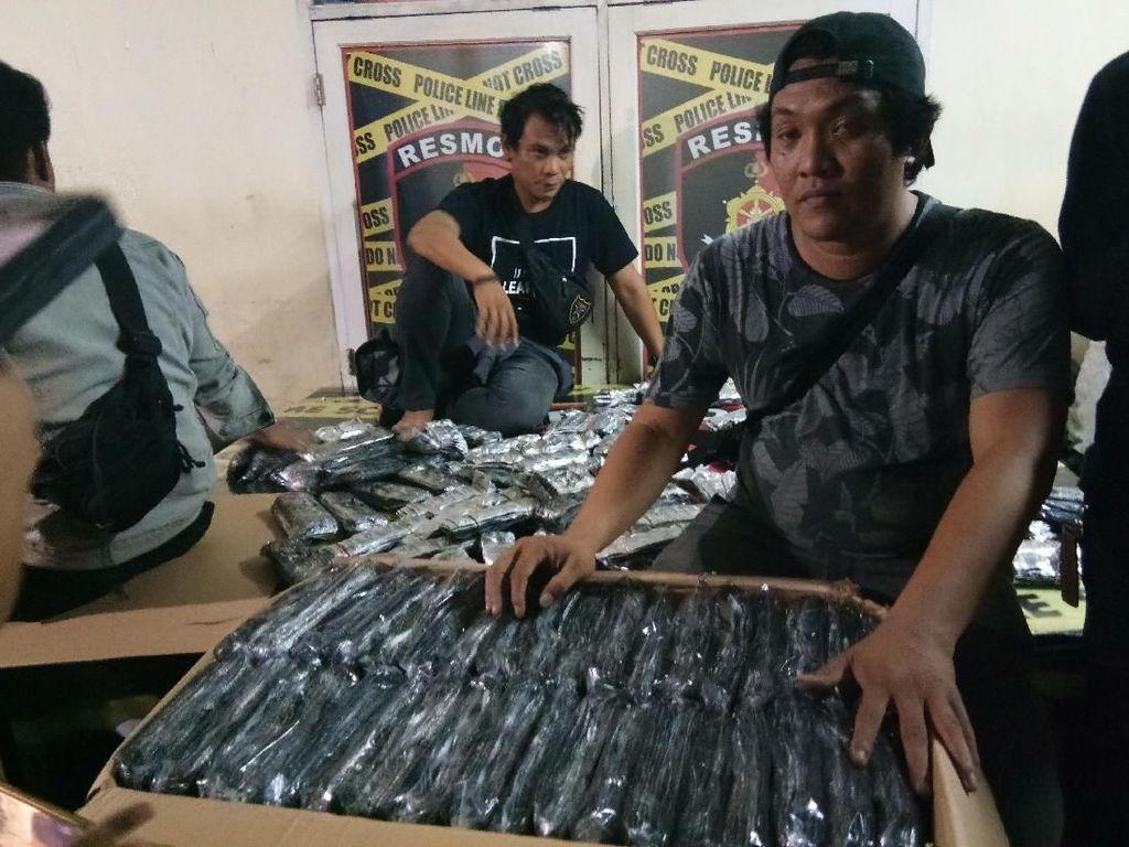 Grebek Gudang, Polda Sulsel Amankan 570.000 Pil PCC