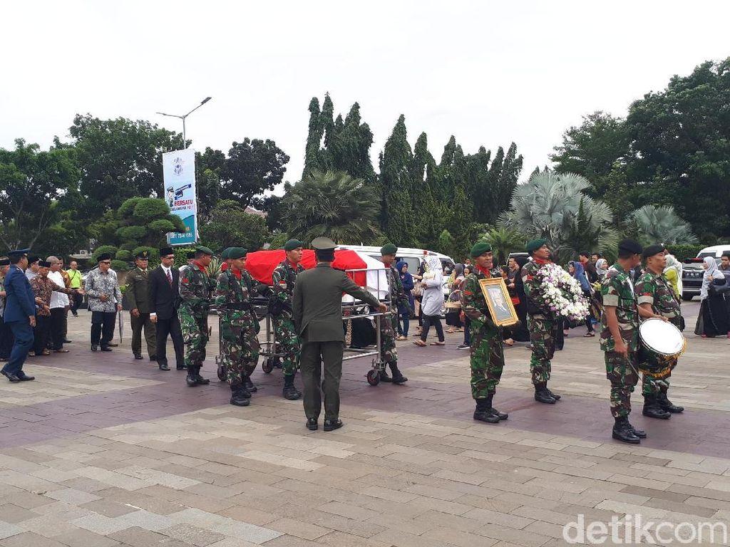 Jenazah Eks Pimpinan KPK Sjahruddin Rasul Dimakamkan di TMP Kalibata