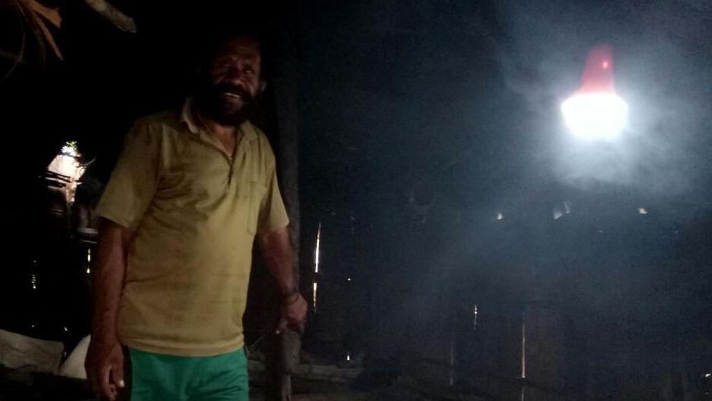 Nawa Cita Jokowi, Warga Papua Nikmati Lampu Tenaga Surya