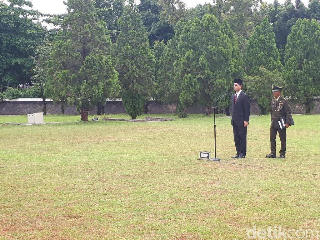 Laode Syarif Pimpin Upacara Pemakaman eks Pimpinan KPK di TMP