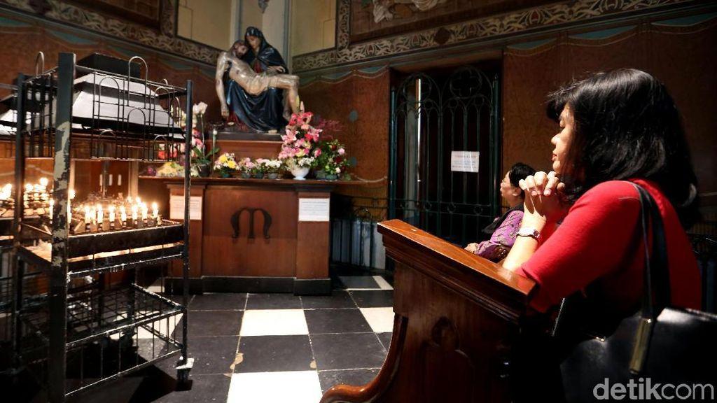 Melihat Persiapan Natal di Gereja Katedral Jakarta