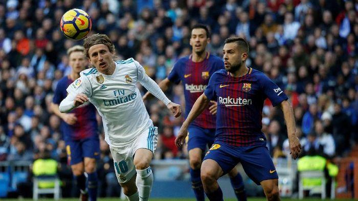Real Madrid kehilangan suporter sementara dukungan Barcelona naik setelah delapan pekan musim ini. (Foto: Stringer/REUTERS)