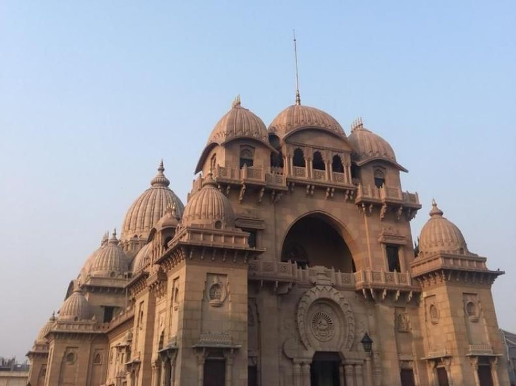 Kuil Menawan dan Sunset nan Syahdu di India