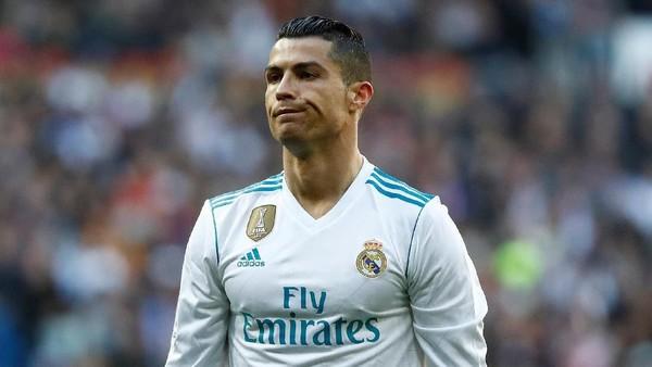 Hari Suram Ronaldo: Kalah, Luput Menendang, Dihantam Bola Sepakan Messi