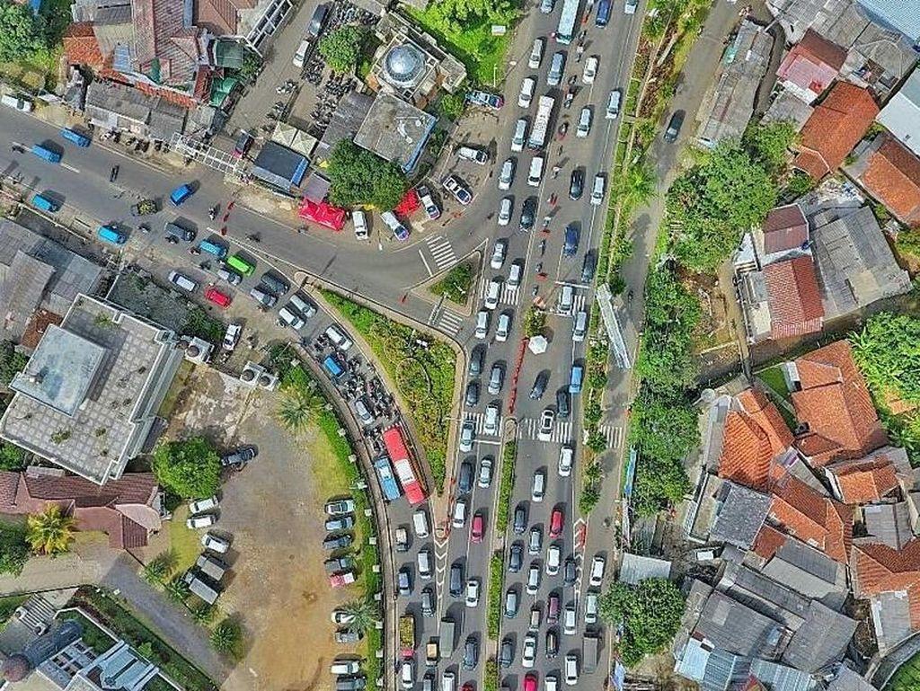 Foto: Kemacetan Lalin di Puncak Dilihat dari Langit