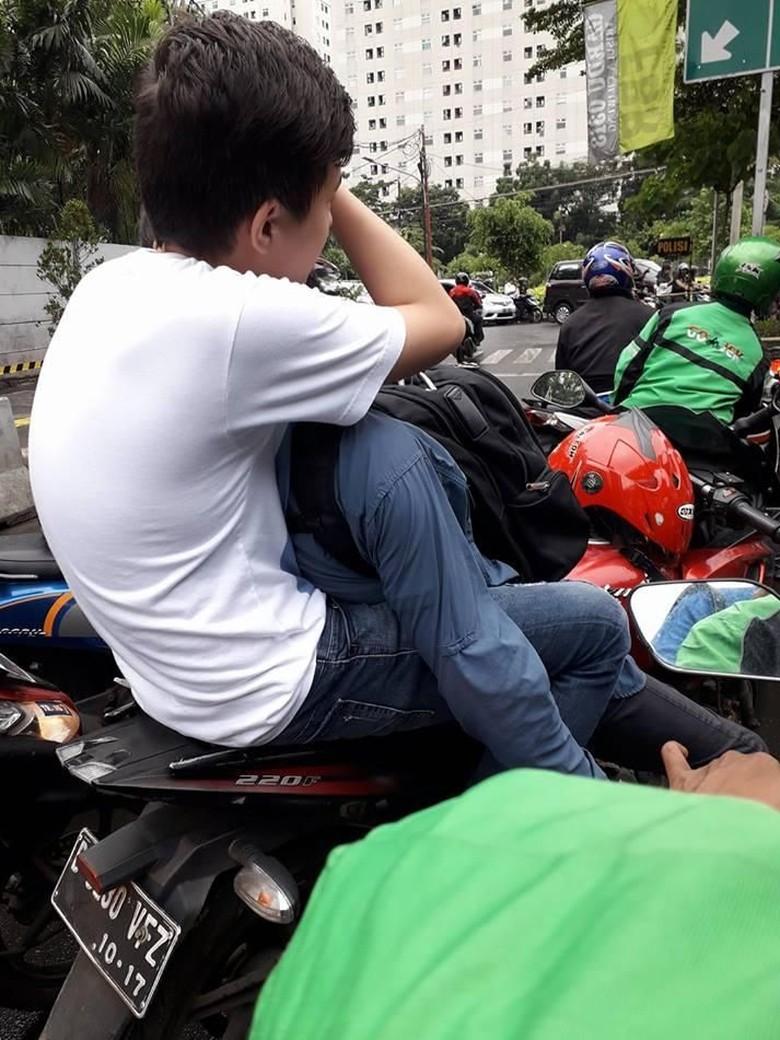 Viral Perempuan Tegur 2 Pria yang Bermesraan di Tengah Jalan