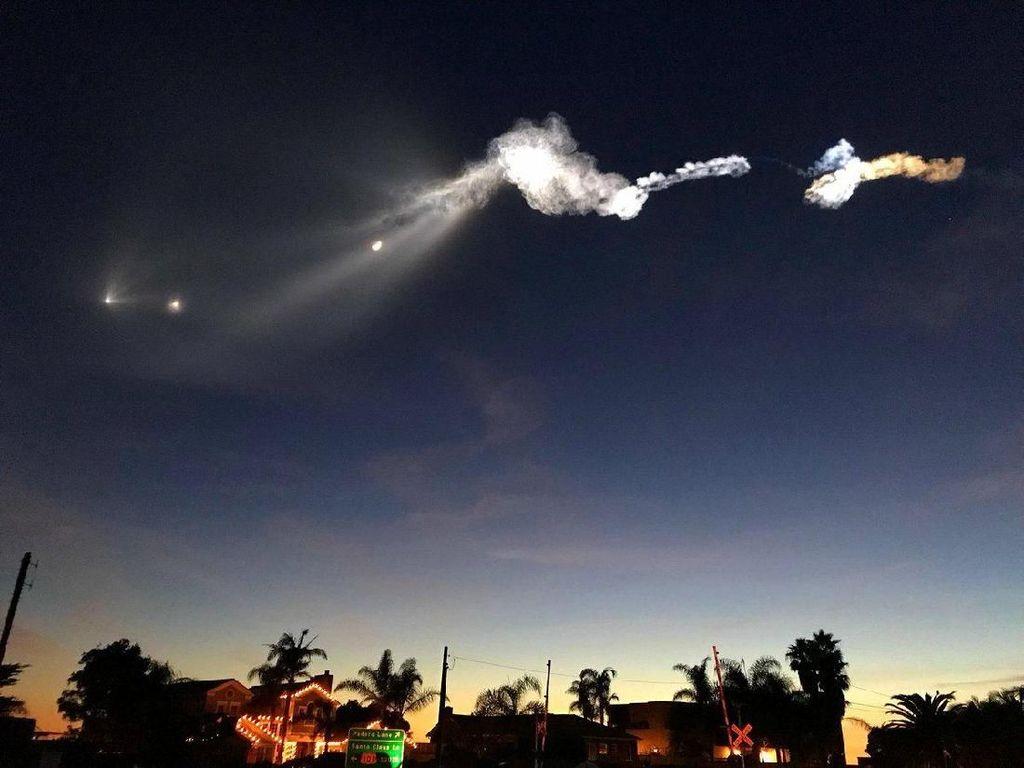 Penampakan Benda Putih Terbang di Langit AS Bikin Heboh, Apa?