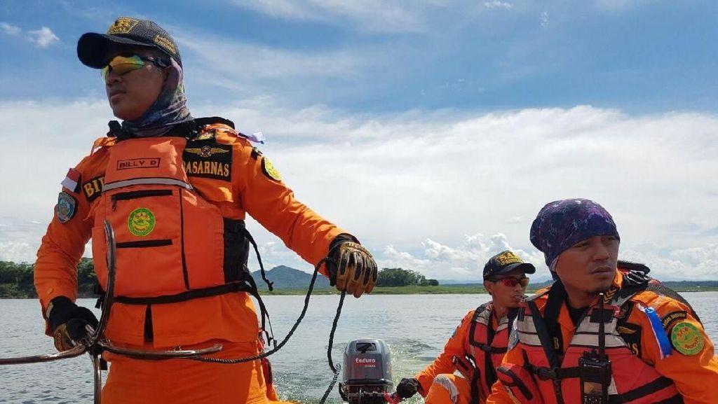Pencarian 6 Warga Tenggelam di Cirata, SAR Gunakan Jangkar