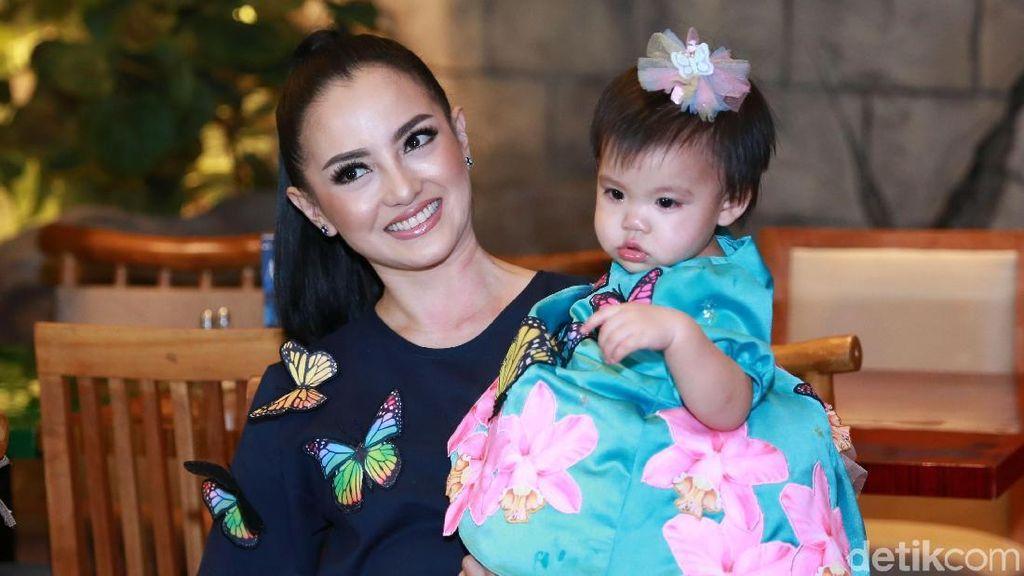 Gemas! Putri Ririn Ekawati Rayakan Ultah Pertama