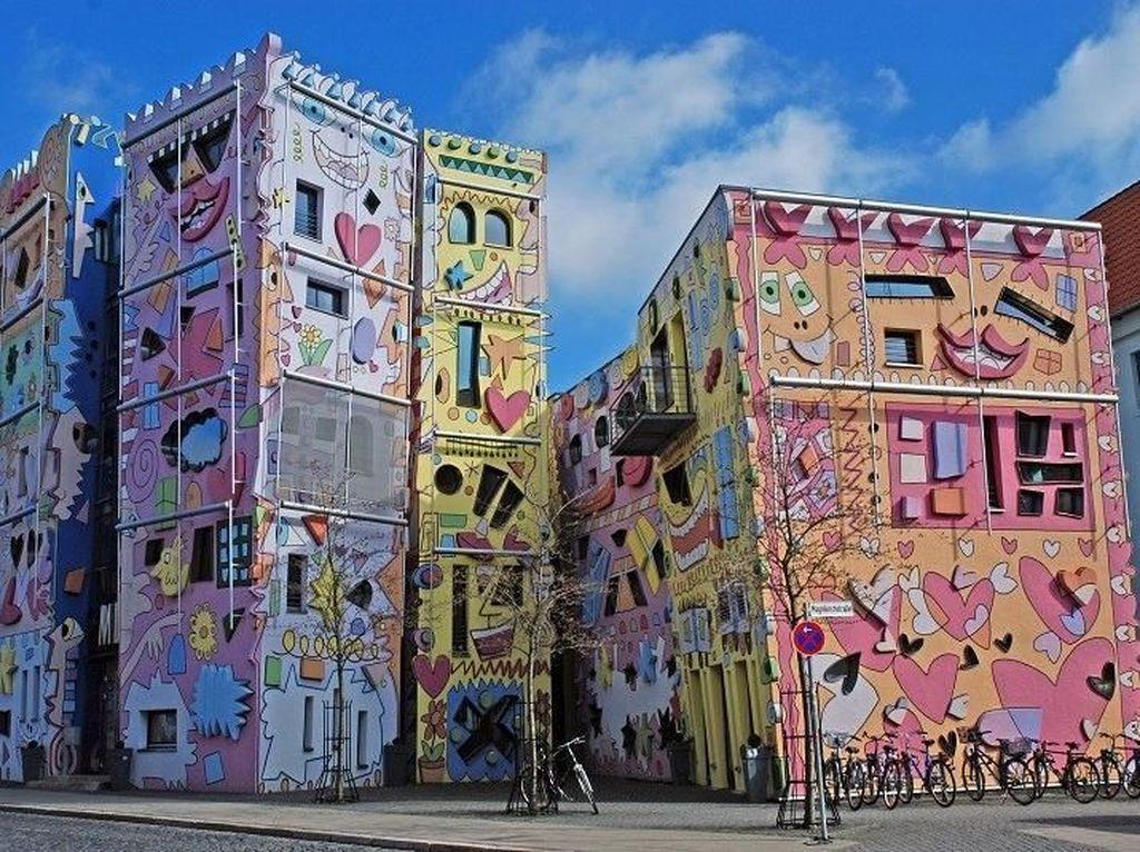 Berita harian grafiti for Mural kalijodo