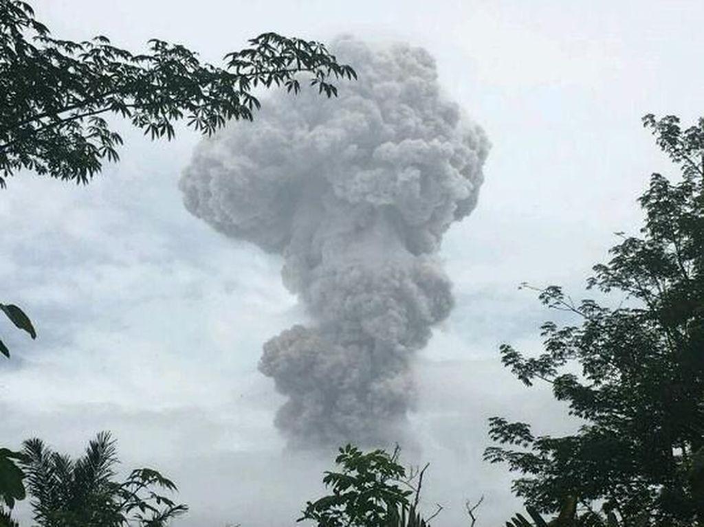 Gunung Agung Kembali Erupsi Siang Ini, Bali Tetap Aman