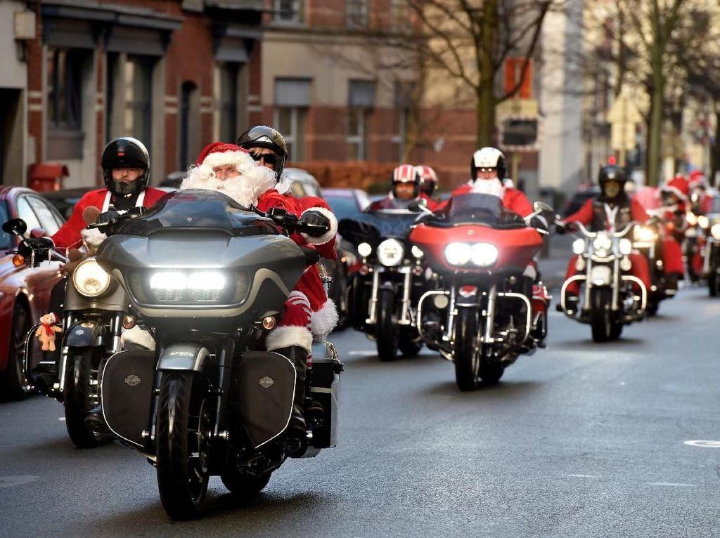 Wow! Penampakan Ribuan Santa Claus Touring di Barcelona