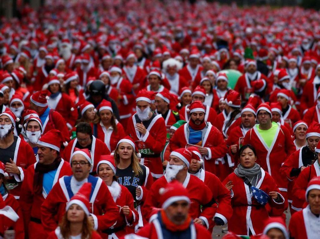 Wah! Ratusan Santa Claus Penuhi Jalanan Belarus